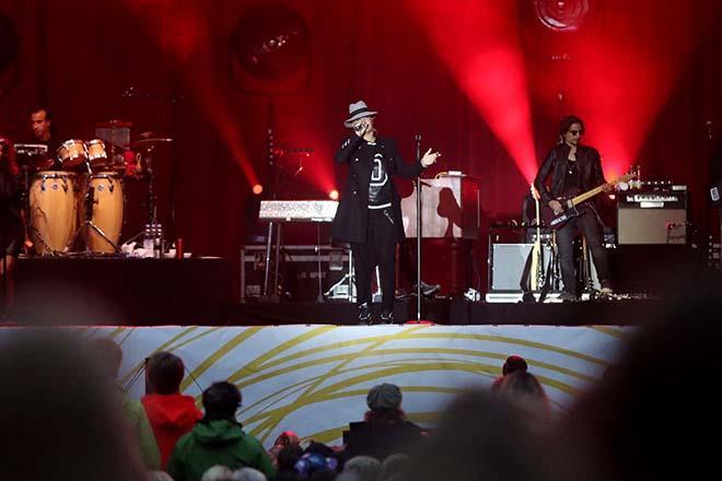 Sarah Connor mit Musikern