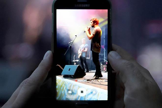 Handy mit Aufnahme von Joris