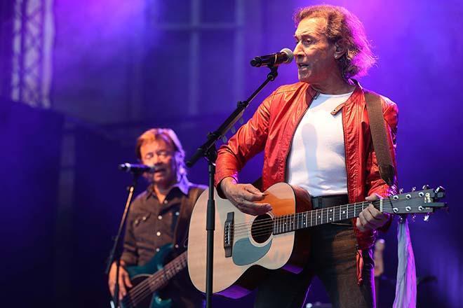 Albert Hammond mit Musiker