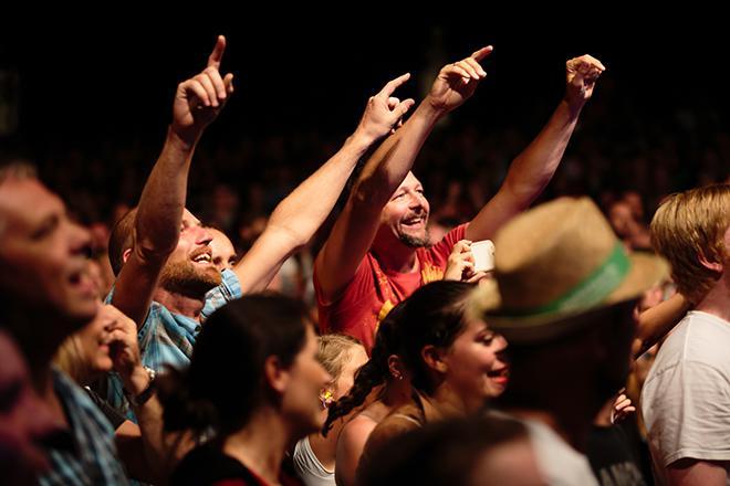 Publikum bei LaBrassBanda
