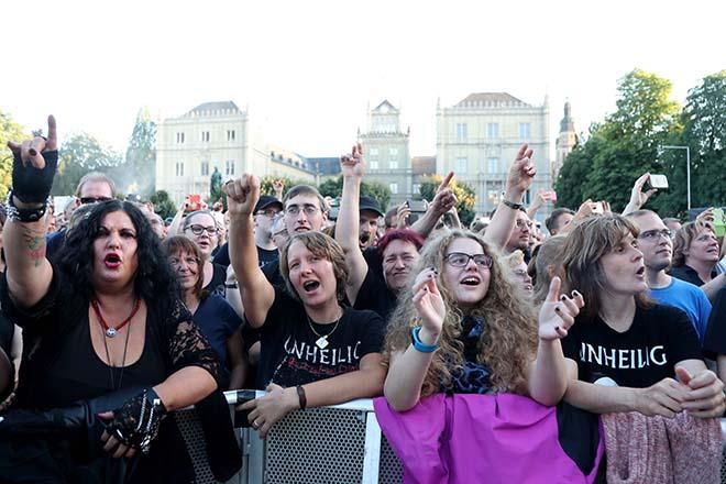 Zuschauer beim Unheiligkonzert